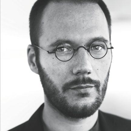 Jonas Staal